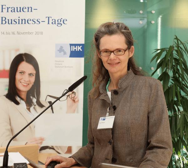 Eva Peters - Vortrag IHK Osnabrück. Foto: IHK/B.Bößl