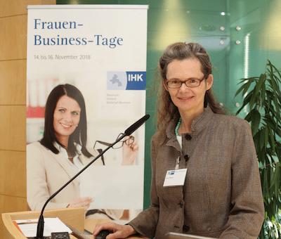 Vortarg Eva Peters auf den Frauen-Business_tagen in der IHK Osnabrück