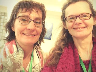 Andrea Koltermann und Eva Peters testen ein Video Interview